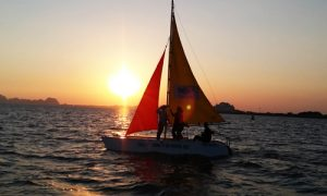 ha-long-yacht-in-sunset