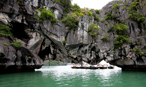 luon-cave-halong-bay