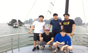 Korean-guests-in-Ha-long-bay