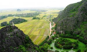 View-to-rice-field-from-Mua-cave