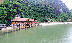 Cat Ba sandy beach resort 4